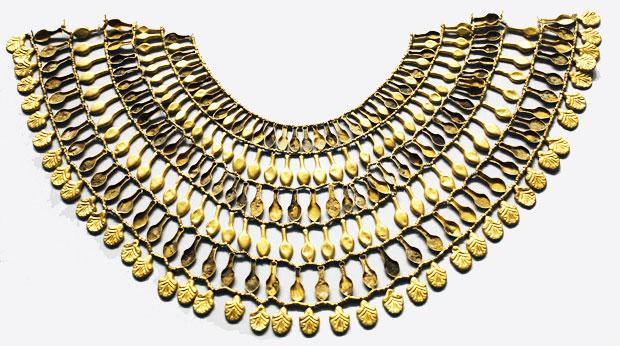 antiguos egipcios, y fue usado extensivamente a través de los varios miles de años de historia del Egipto faraónico. Para objetos mas grandes, se usaba