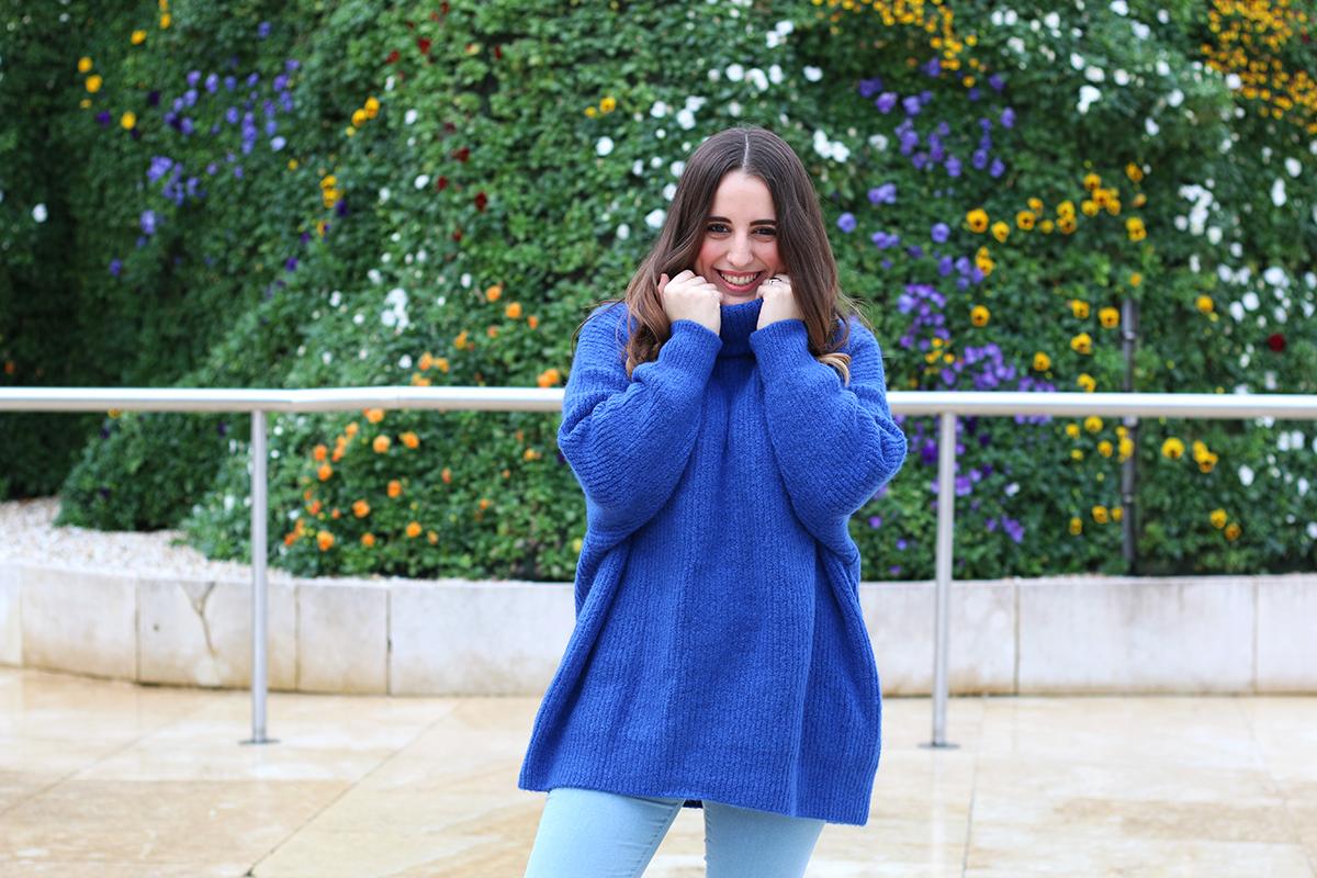 Outfit con maxi jersey azul de Zara | Me Myself My Wardrobe | Bloguera y Youtuber de moda ...