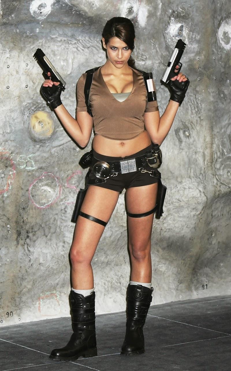 COSPLAYFIELD Lara Croft Karima Adebibe