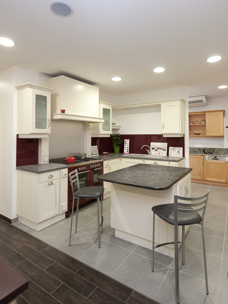 cuisine avec piano central cuisine avec piano central cuisine en image cuisine avec lot. Black Bedroom Furniture Sets. Home Design Ideas