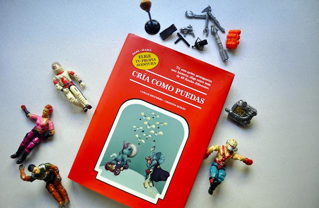 El libro rodeado de muñecos de los 80 (acción man)