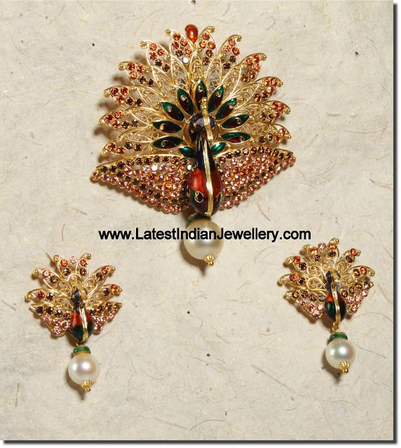 Dancing Peacock Pendant Set