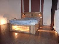 cama iluminada reciclando palets