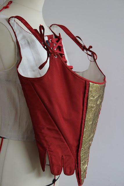 Costume 18e siècle par couturière costumière à Versailles