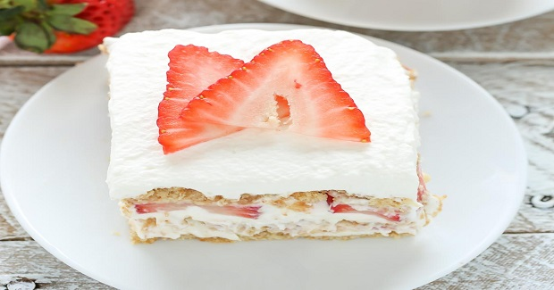 No-Bake Strawberry Cheesecake Icebox Cake Recipe