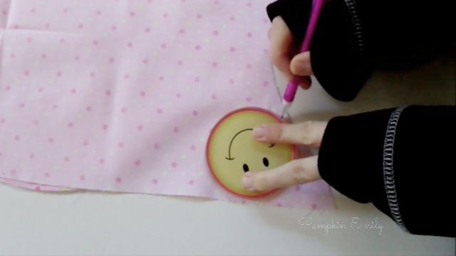 The making of the DIY No Sew Owl Pillow