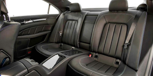 Băng sau Mercedes CLS 400 2017 thiết kế rộng rãi và thoải mái.