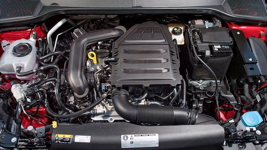 Μέσα σε ένα αυτοκίνητο CNG: Δύο στόμια πλήρωσης καυσίμων πίσω από την ίδια θύρα τροφοδοσίας