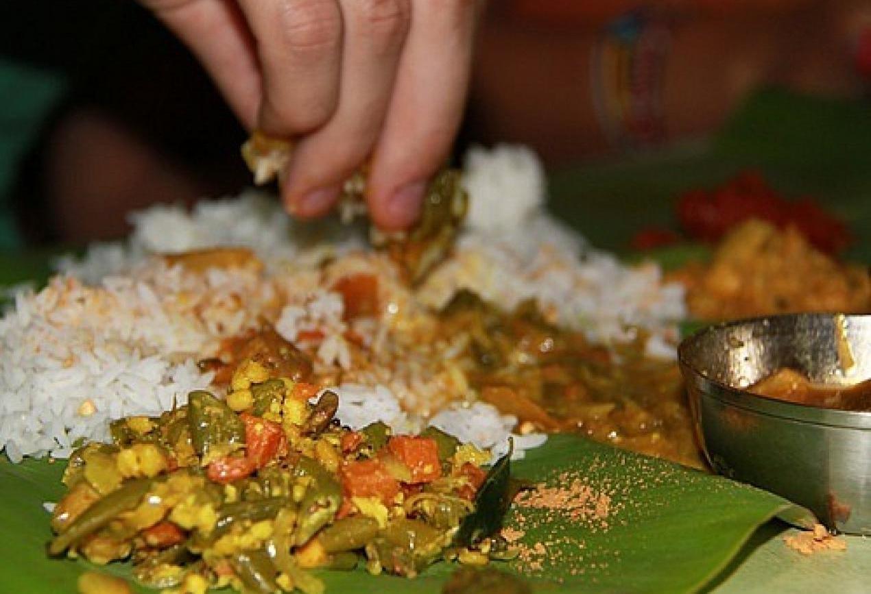 Sebagai mana kita ketahui makan ialah suatu kegiatan memasukkan kuliner atau sesuatu ke  Pola Makan Yang Baik Dan Menyehatkan
