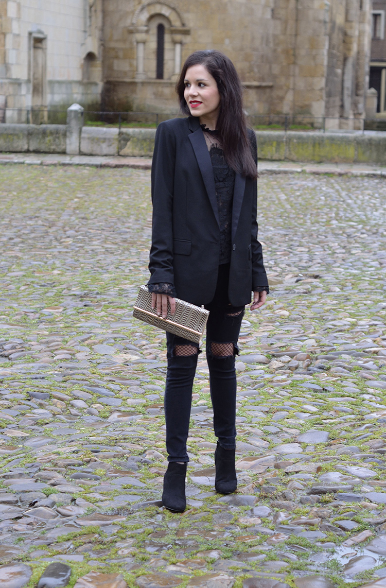 total-black-look-outfit-of-the-day-trends-gallery-fashion-blazer-ripped-jeans-lace-plumeti