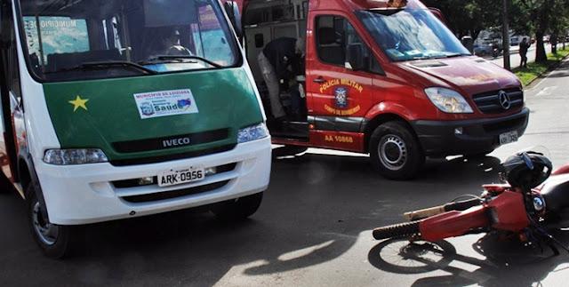 Campo Mourão: Micro-ônibus da Saúde atinge motociclista