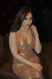 Angela Krislinzki hot