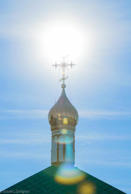 Солнце в кресте храма