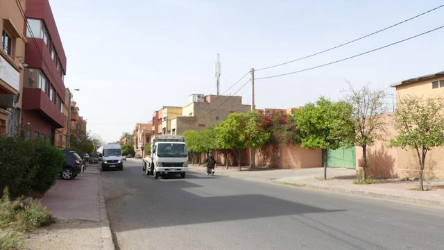 Straße am Stadtrand von Marrakesch
