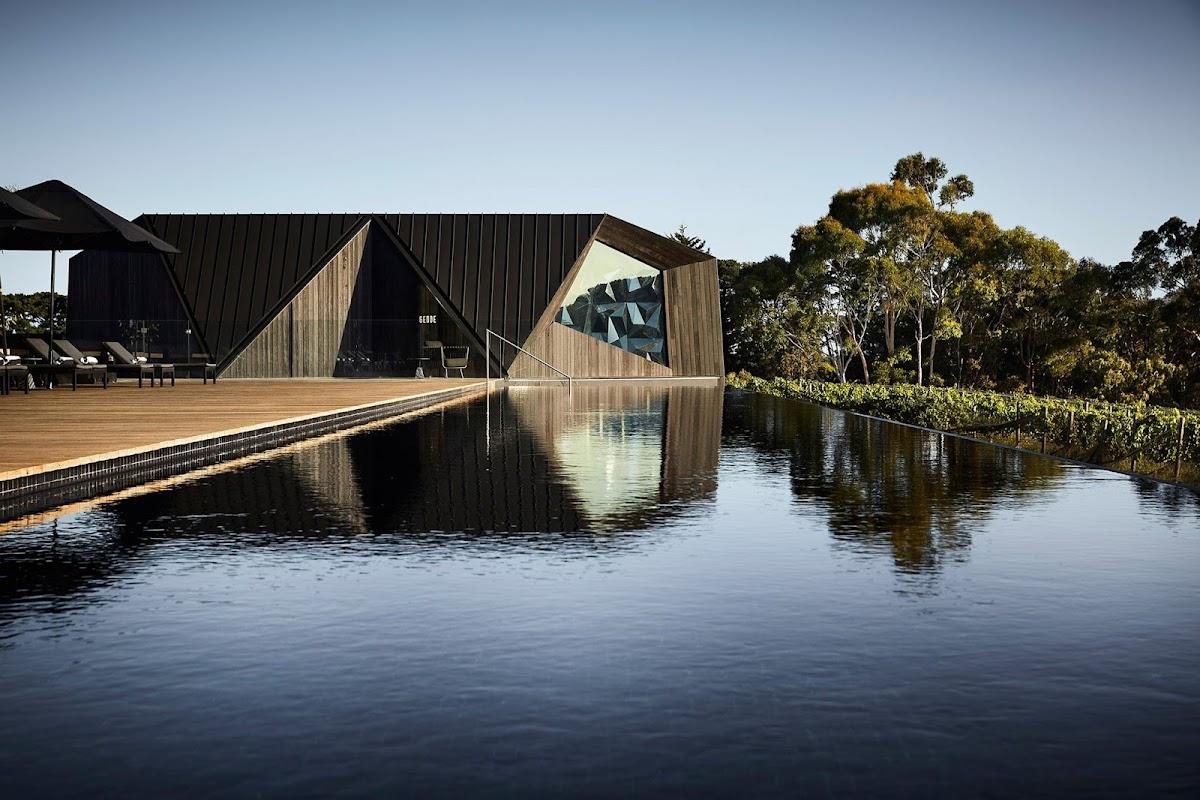 El negro de la madera carbonizada|Espacios en madera