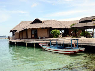Paket wisata dan tour ke pulau pelangi