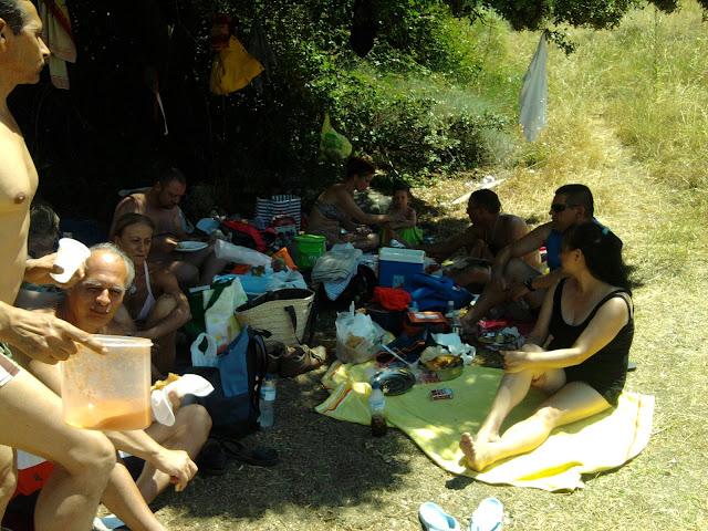 Miembros de A.P.A.F. de excursión en el pantano de Burguillo