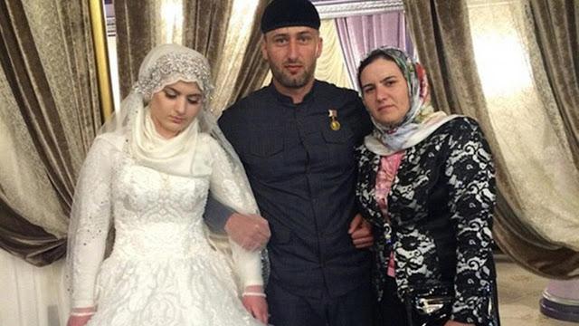 Kheda Goilabiyev bersama orang tuanya
