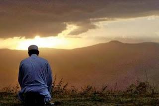 Bacaan Doa Duduk Diantara Dua Sujud Lengkap Arab, Latin dan Artinya