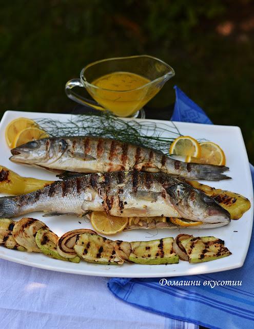 Печен Лаврак с гръцки сос Ладолемоно