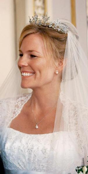 Autumn Borrowed The Festoon Tiara From Her Mother In Law Princess Anne And Accessorized With A Necklace Earrings Given To By Groom