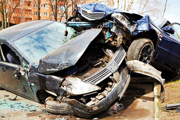 Cameron devamlı anne ve babasına bir araba kazasında hayatını kaybettiğini söylüyordu.