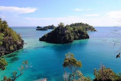 http://mandiriransel.blogspot.co.id/2015/12/pulau-labengki-raja-ampat-di-bumi-anoa.html