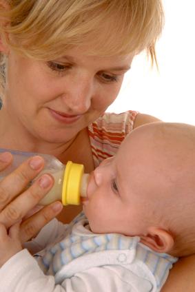 由寶寶來主導的瓶餵技巧