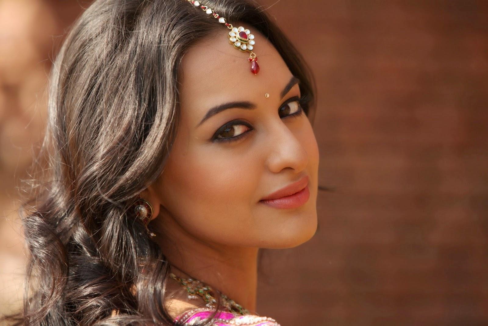 Bollywood Celebrity Sonakshi Sinha Bollywood Actress Sonakshi Sinha