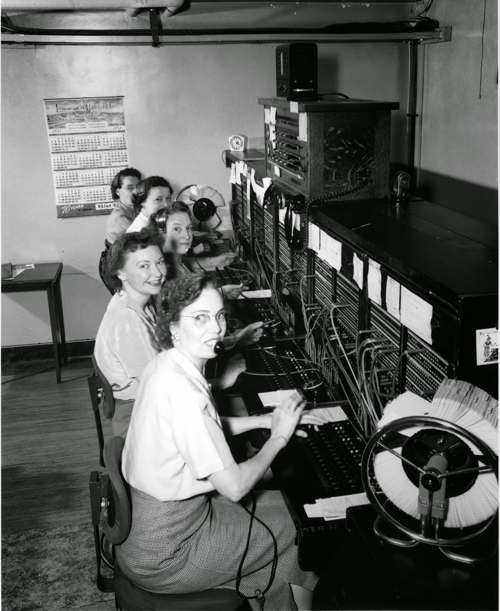 20 vintage photos of women telephone operators at work. Black Bedroom Furniture Sets. Home Design Ideas