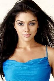 اسين ثوتومكال (Asin Thottumkal)، ممثلة وعارضة أزياء هندية
