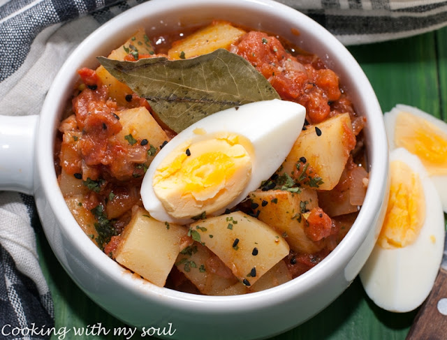 Curry indian de cartofi cu ou