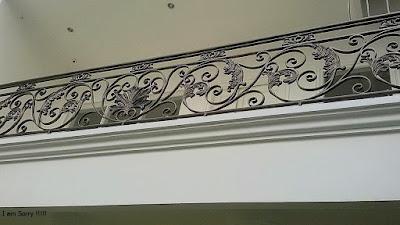 balkon mewah untuk rumah mewah