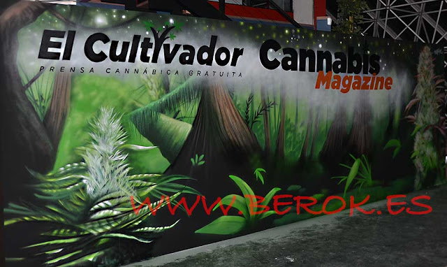 Decoración mural de Stand de Cannabis Magazine y El Cultivador