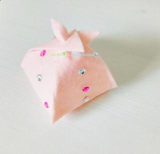 cajita-para-regalos-pequeños-3-ideas-faciles-para-el-dia-de-la-madre-manualidades-con-fieltro-creandoyfofucheando