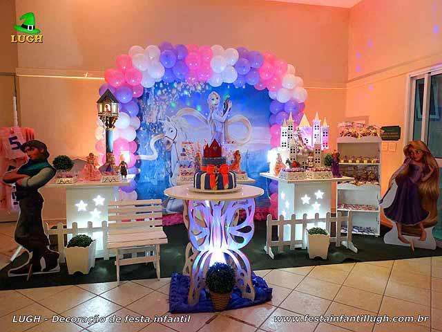 Decoração tema Os Enrolados ou Rapunzel em mesa provençal infantil