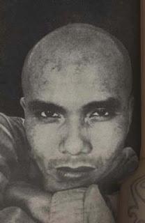 Revuelta y el odio está presente en la fisonomía de este monje budista