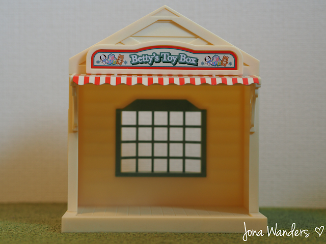Sylvanian Families Betty's Toy Box front