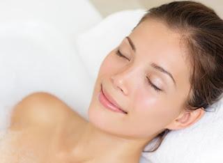 A hidroterapia ajuda o corpo a reagir a diferentes estímulos, incluindo aqueles que são quentes e frios. O tratamento também ajudará o corpo a produzir seu próprio calor e responder à pressão e à sensação da água.