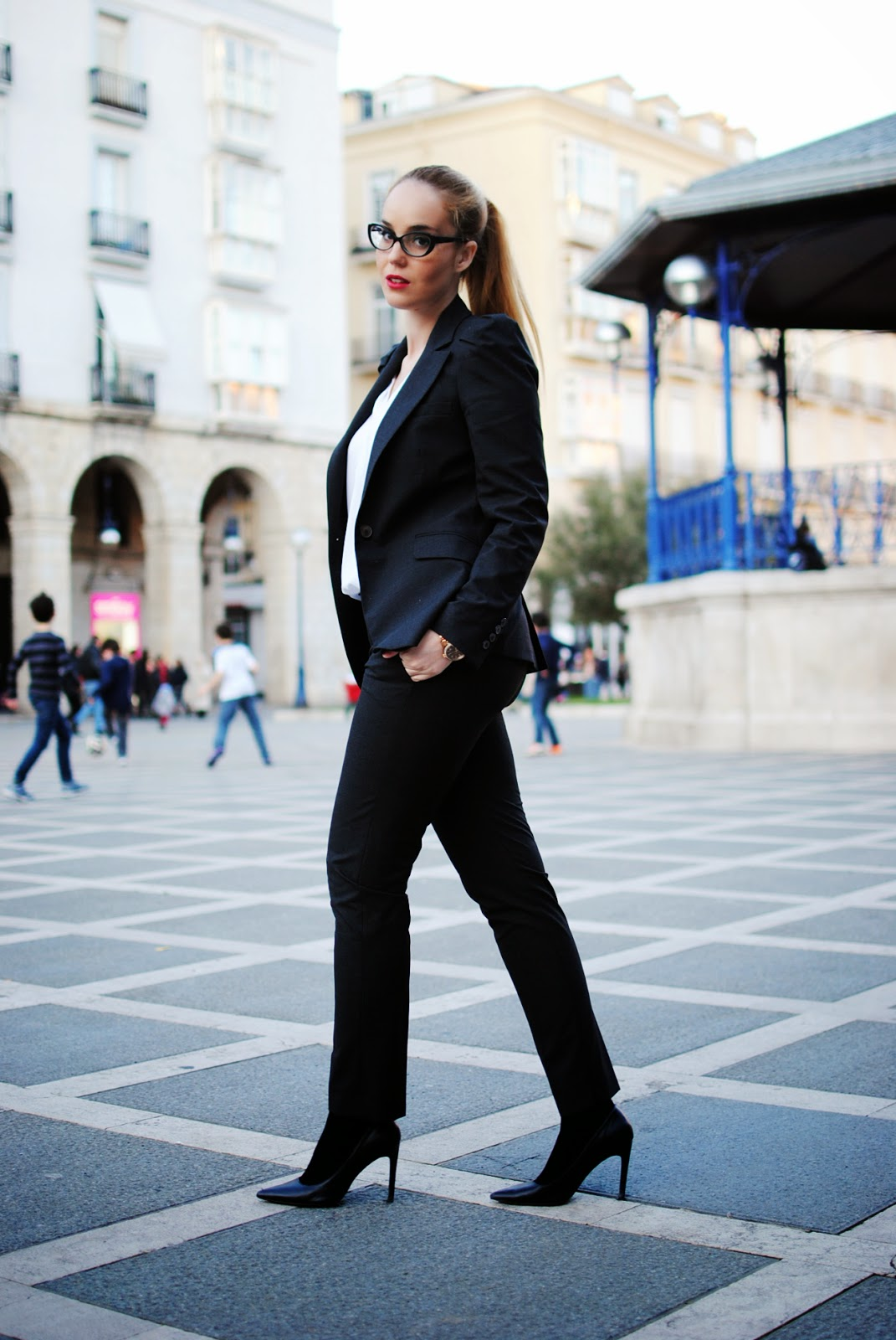 nery hdez, business look, vestirse para entrevista de trabajo, total look zara, traje chaqueta mujer, blonde