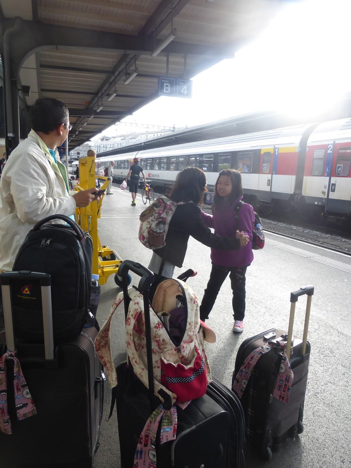 Sedang Menunggu Keretapi Kami Di Geneva