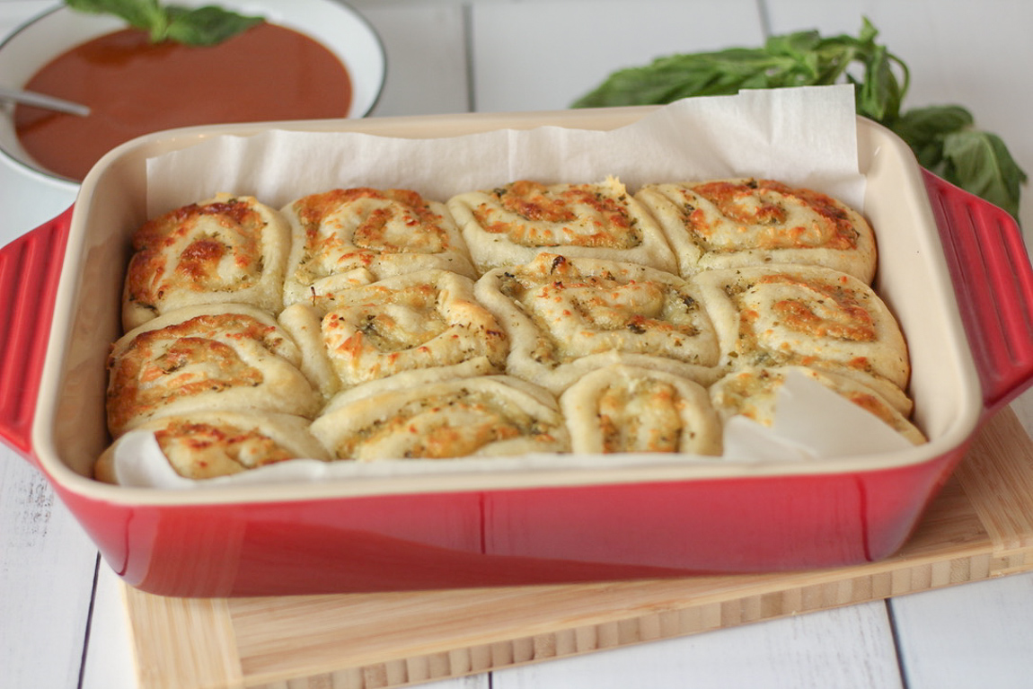 Cheesy Pesto Rolls
