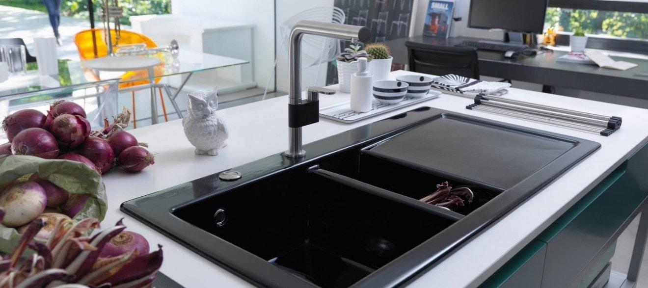 El fregadero de acero inoxidable o de otro material for Franke cocinas catalogo