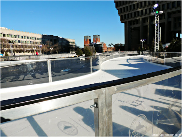 Pista Patinaje sobre Hielo en el Boston Winter at City Hall Plaza