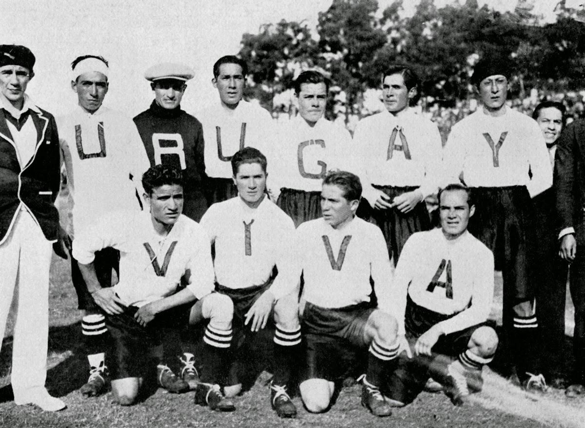 6edae61ac0 O time sul-americano queria ganhar o apoio da torcida uruguaia e resolveu  estampar na camisa as letras que formavam a frase Viva Uruguay.