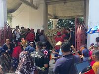 Grebeg Syawal, Gunungan Wadon Sempat 'Temumplak' di Regol Masjid