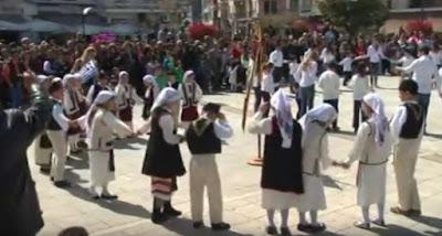 Στην πλατεία Ηγουμενίτσας, παραδοσιακοί χοροί και τραγούδια για την 25η Μαρτίου
