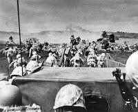 Momento del desembarco en Iwo Jima