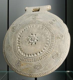Μήπως το τηγανόσχημο που χρησιμοποιούσαν οι Αρχαίοι Κυκλαδίτες του 4000 π.Χ ήταν Πυξίδα