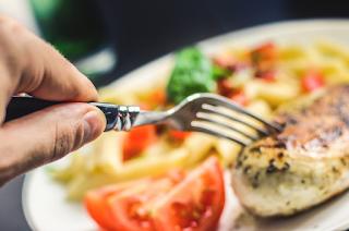 Sering Makan Terlalu Cepat?? Awas Bahaya Yang Menanti Anda Berikut Ini